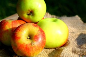 fruits, like apples, can help you achieve healthier cholesterol levels
