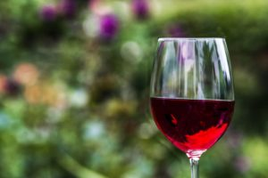red wine can help you achieve healthier cholesterol levels